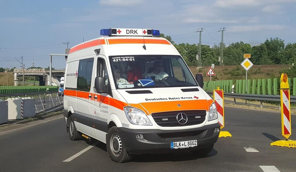 Ambulancia con luces azules