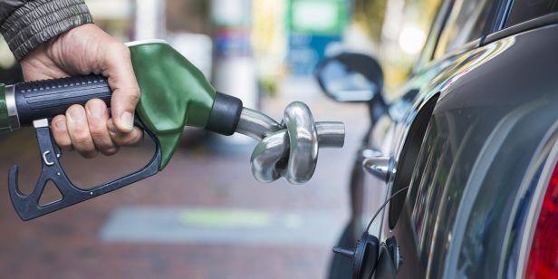 """La OCU cree que esta persecución debería ir dirigida hacia """"los vehículos más contaminantes, sean del combustible que sean"""", en vez de centrarse en los vehículos diésel. Impuesto al diésel."""
